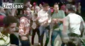 Nunta s-a transformat intr-un carnagiu in momentul in care un invitat nu a mai putut sa isi stapaneasca arma in timp ce dansa pe Gangnam Style.